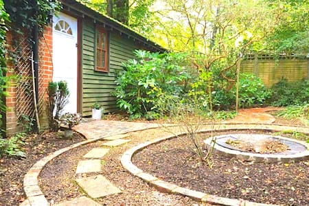 Secluded New Forest Hideaway