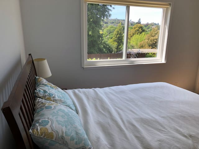 Clean room w/ a private entrance and garden