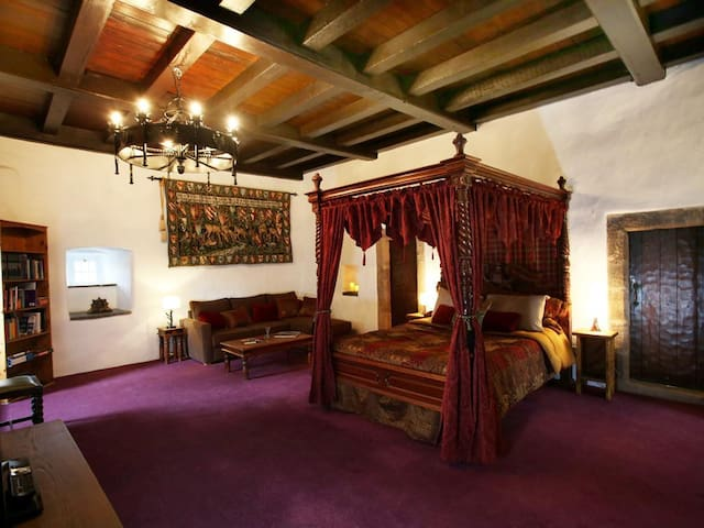 The Lairds Bedchamber at Castle Levan B&B