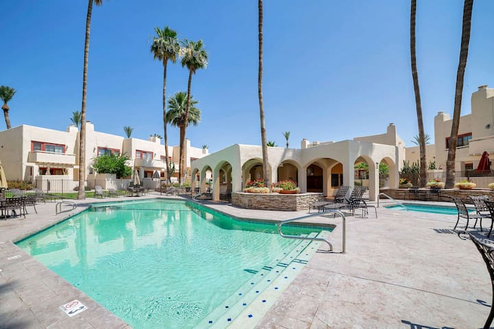 A+ Area, Heated Pool/Spa, Walking Distance to Shopping & Dining! Close to Old Town Scottsdale & Golf