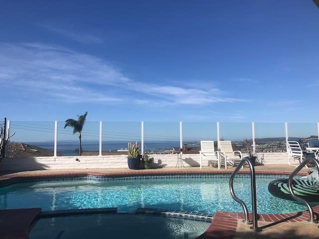 Breathtaking Ocean View Poolside Studio