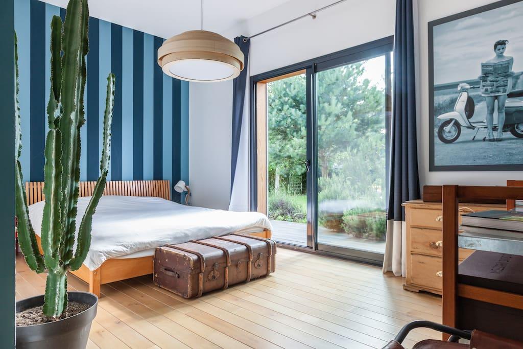 maison d 39 architecte en bois proche versailles houses for rent in plaisir le de france france. Black Bedroom Furniture Sets. Home Design Ideas
