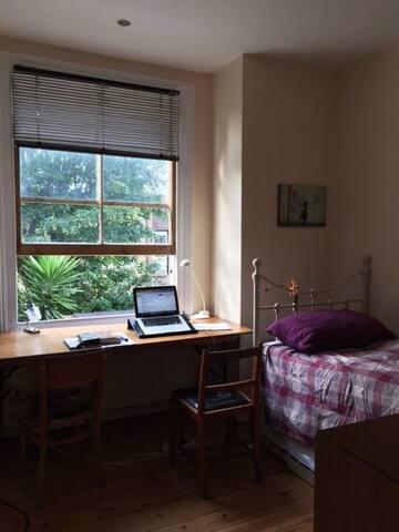 Single/double room facing garden