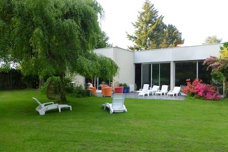 Maison de campagne avec piscine intérieure . - Moyaux - Ház