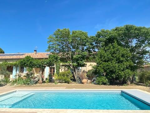 Chambre & sdb privées, piscine & cuisine partagées