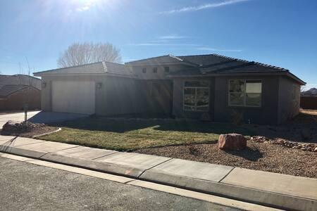 Brand new home close to Zion's - La Verkin