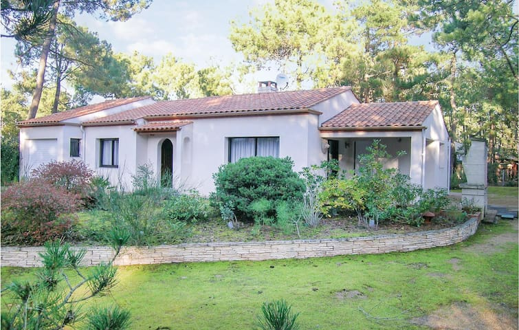 Holiday cottage with 2 bedrooms on 84m² in La Faute sur Mer