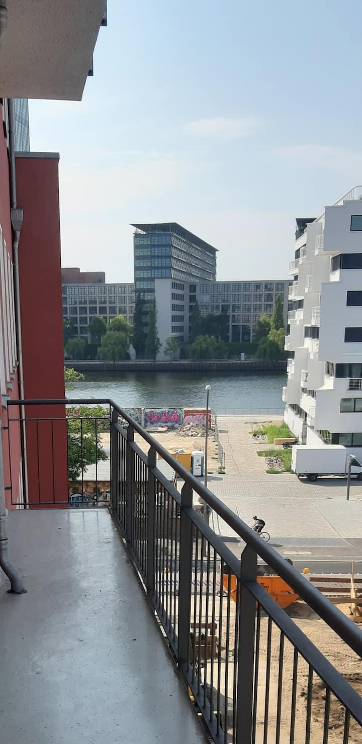 Neue Altbauwohnung mit Spreeblick mitten in Berlin