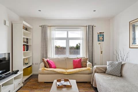 Bright Modern 1 Bedroom Apartment