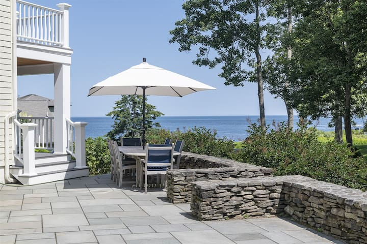 Four bedroom property with views of the Ocean in Cape Elizabeth - Maine