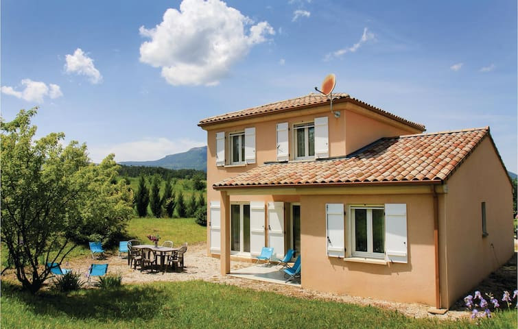 Holiday cottage with 4 bedrooms on 90m² in Saint Roman