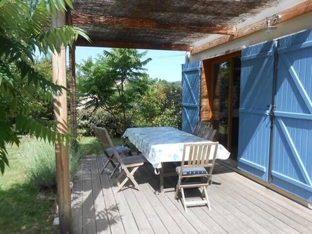 Maison 4 pièces 105m2, jardin et piscine hors sol.