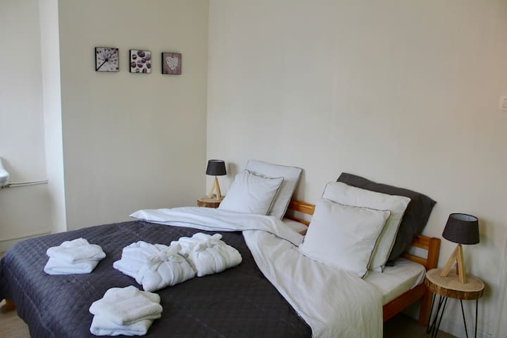 Two Rooms Max 5 Pers (3+2) +FREE child bed(€20/pp)
