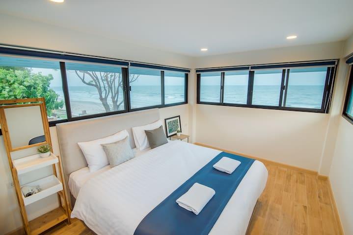 Bedroom 4 - 1 king bed