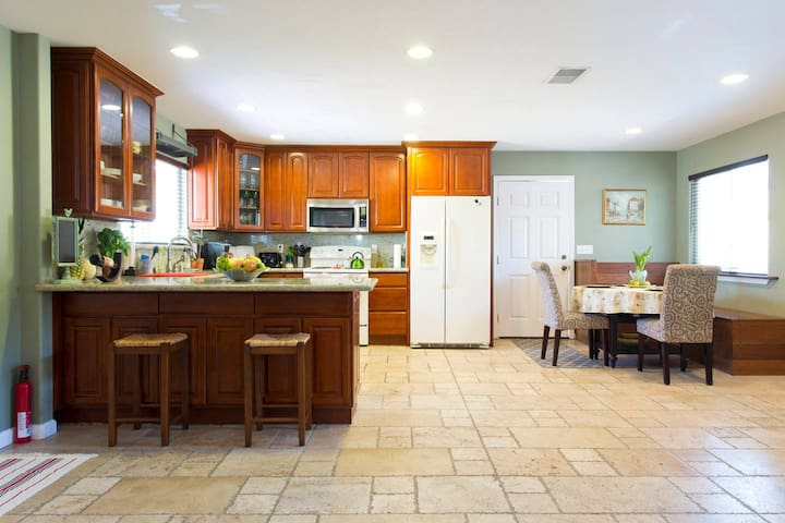 Look no further! You've found the perfect getaway! - El Sobrante - Casa