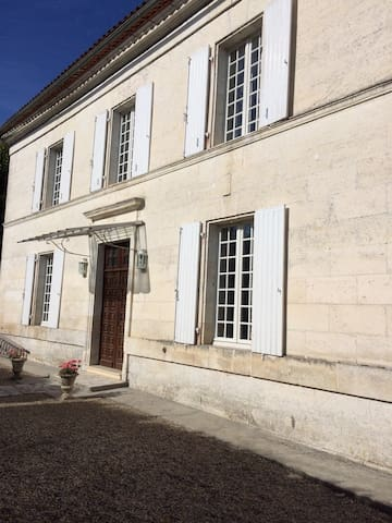 Large family home with private garden. - Cherval - Dom
