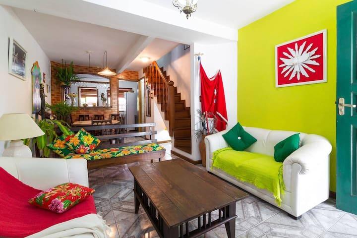 Casa Charmosa: WiFi+ SmartTV+Churrasqueira+Quintal