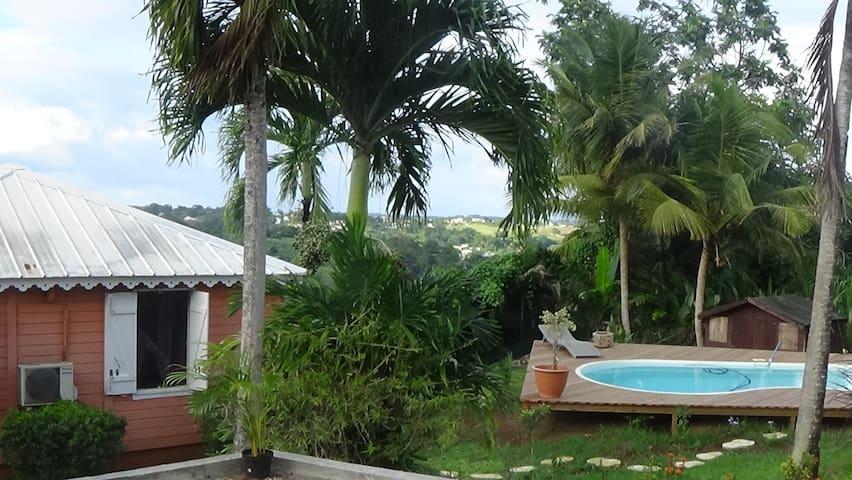 Agréable bungalow piscine (locvoit) - Petit Bourg - อพาร์ทเมนท์