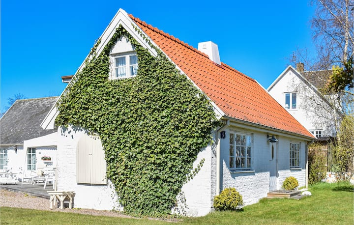 Amazing home in Nyhamnsläge with Internet and 4 Bedrooms