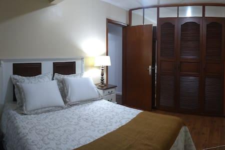 Excelente 2 Dormitórios  com Garagem