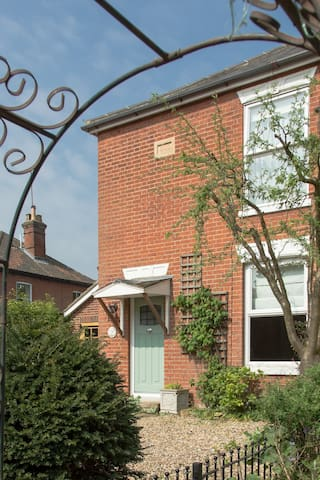 B&B in cosy terraced cottage - Coltishall - Bed & Breakfast