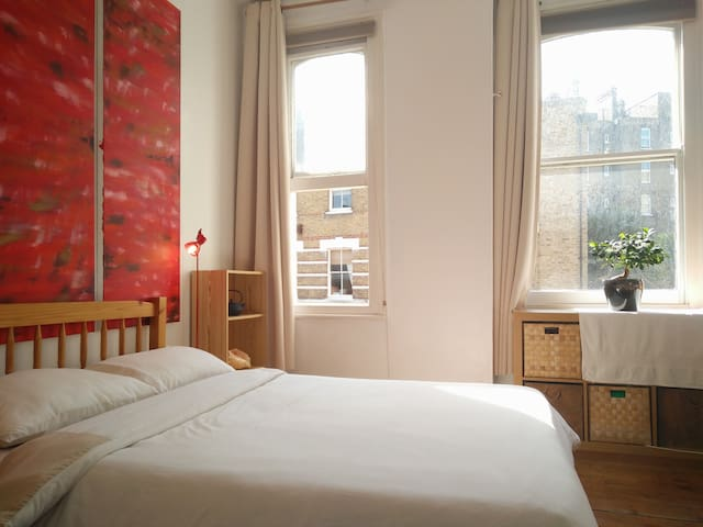 Zone 1, 2 Bed Flat with WiFi and all amenities SW8 - Londyn - Apartament