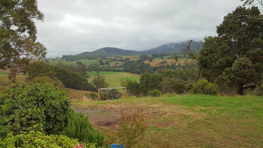 Briseis Place. Farm Valley Views. One step 2 Derby