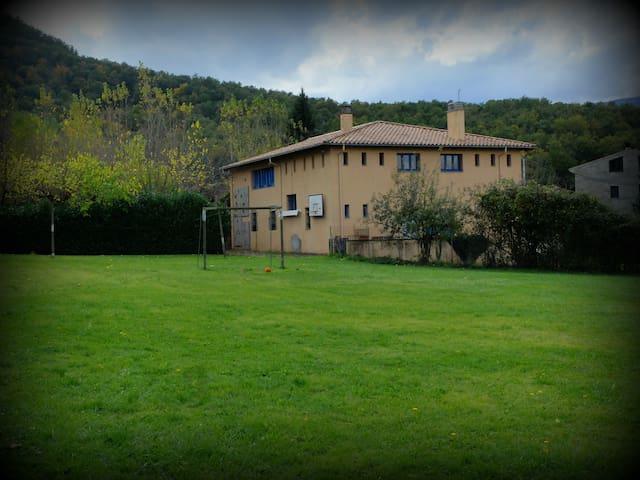 Gran casa - albergue, entre volcanes cerca de Olot - Les Preses - House
