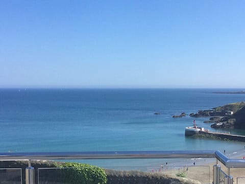 Stunning elevated seaside property, beautiful view