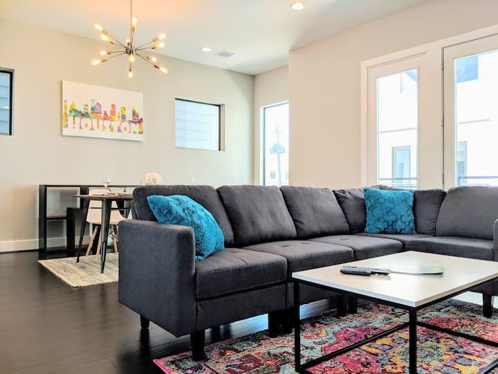 Steps to Downtown | Modern Living for Groups | 3BR