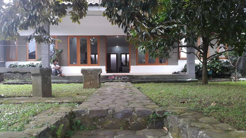 Achyar Karim Residence - Jawa Barat - Villa