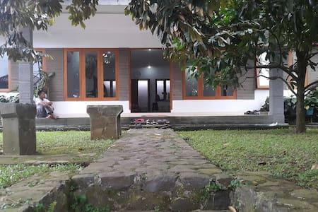 Achyar Karim Residence - 別墅