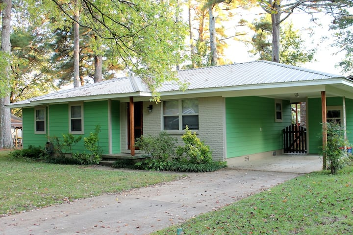 3 BR house of ART! Near the Square and Avent Park!