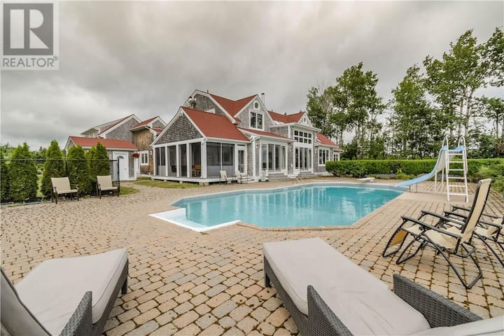 WATERFRONT VILLA-SHEDIAC CAPE