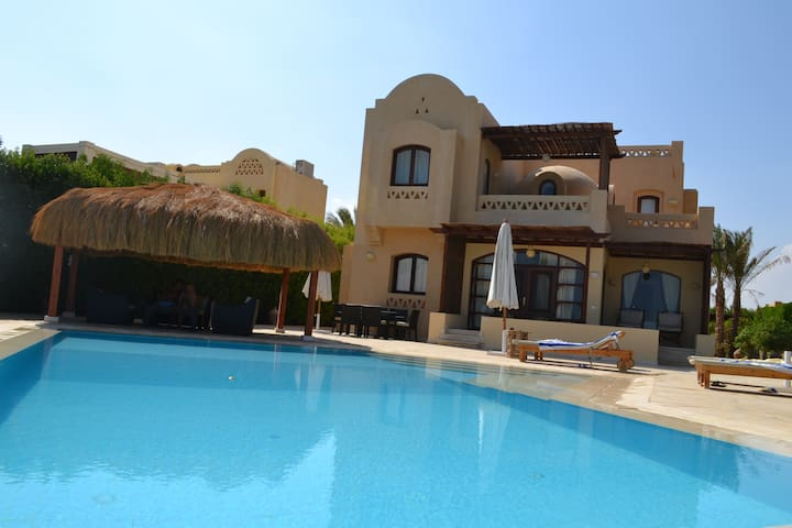 El Gouna Villa with heated pool,free view, privacy
