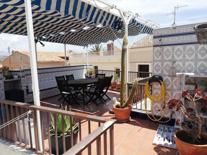 Casa con terraza/Confortable house with terrace