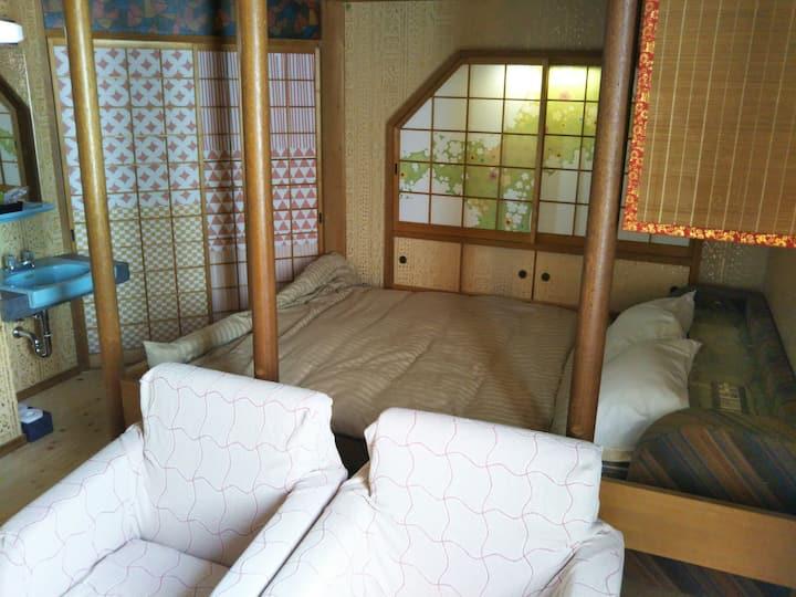 ゲストホテルユニコーン 長野電鉄権堂駅近く善光寺近くです。繁華街の中にあります。