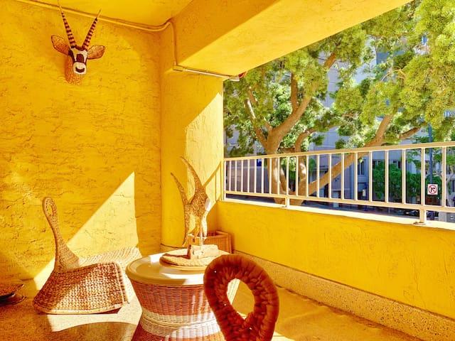 Artistic Paradise studio w/ balcony @ downtown