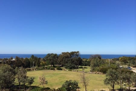 Eastern Suburbs Beachside Apartment - Little Bay