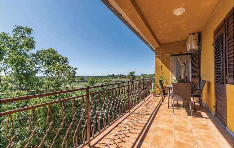 Holiday apartment with 2 bedrooms on 79m² in Brtonigla