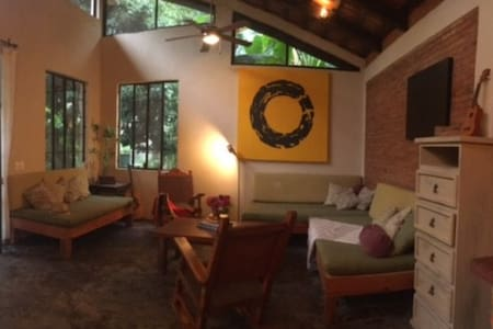 Beautiful 1BR Bungalow Nestled in the Tropics - San Francisco