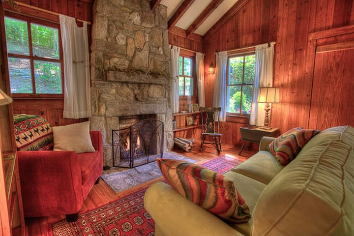 Classic Hendersonville Mountain Cottage