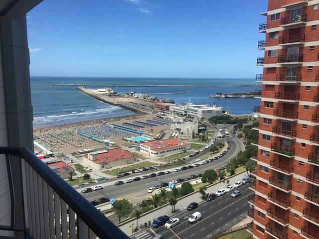 Departamento zona Playa Grande, frente al mar.