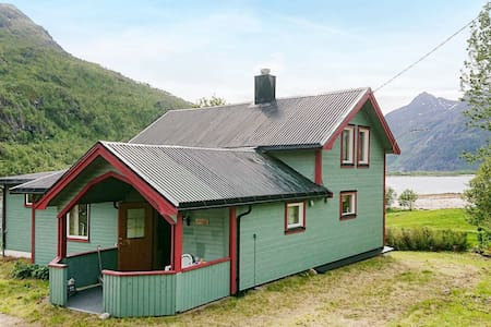 8 person holiday home in Tengelfjord