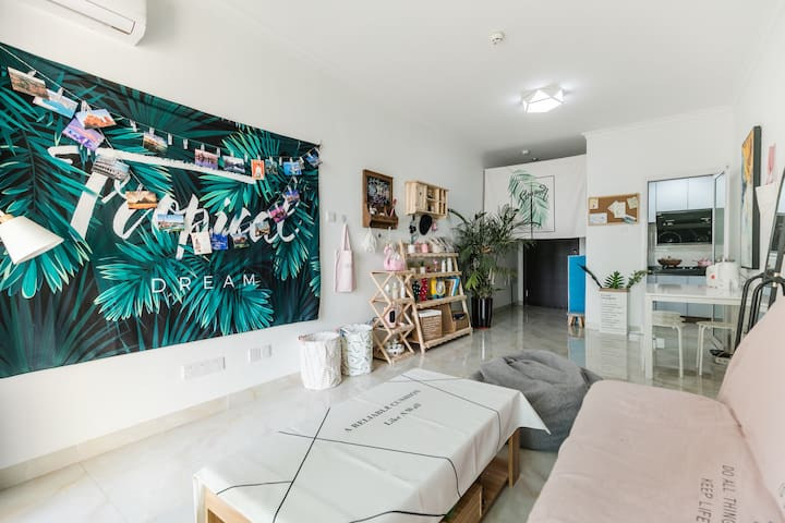 带泳池Private room in a  sharing home家庭中独立卧室#30分钟到香港