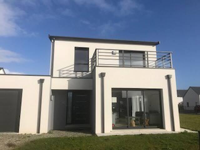 maison neuve au calme, à pied gare et av De Gaulle