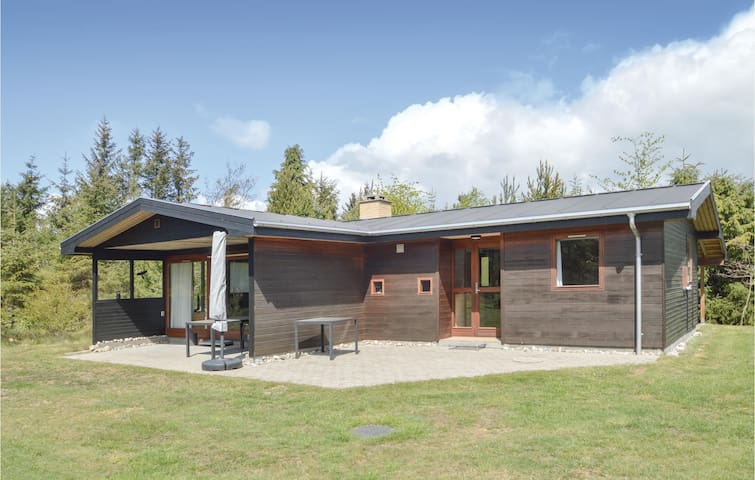 Holiday cottage with 3 bedrooms on 74m² in Løgstør