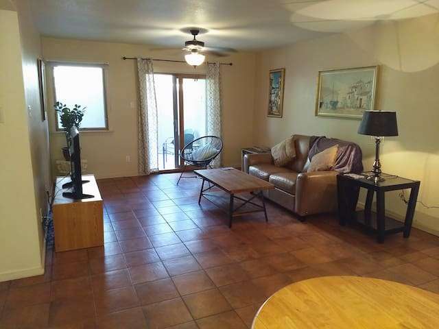 2/2 Santa Fe Condo Avail 1/10/20, Great location