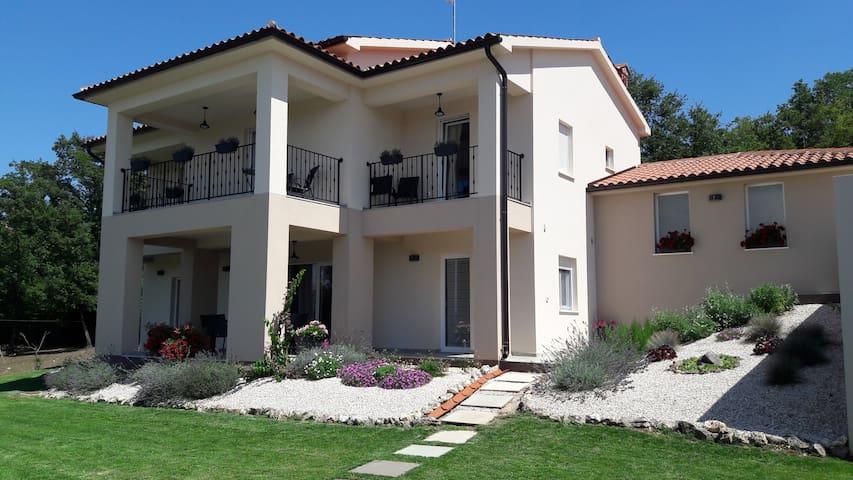 Villa Noela, 3 bedrooms, 3 bathrooms, swimpool...