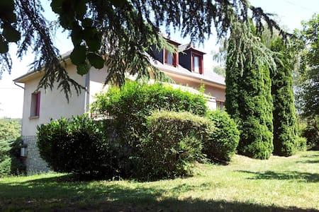 Etage maison idéal famille ou amis - Golinhac - Dom